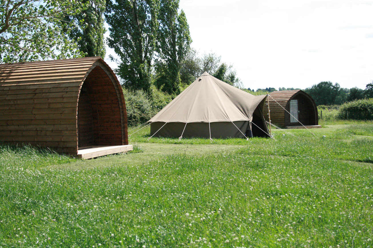 Glamping Cabins Warwickshire - Hilltop Hideaways Exterior