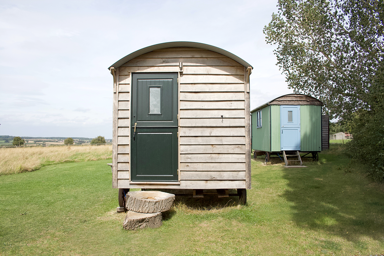Shepherds Hut Ruby Red - Hilltop Hideaways